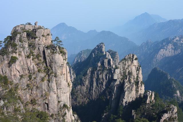 Les montagnes jaunes dans l'état Anhui
