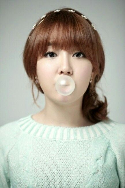 Younha's Cute Pony Hairstyles