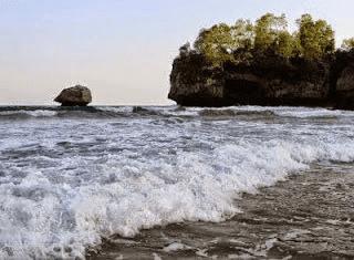 Batu Payung Pantai Jetak Tulakan Pacitan