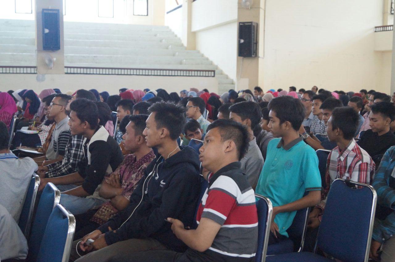 Meski Hujan, Peserta Tetap Semangat Ikut Seminar PKM!