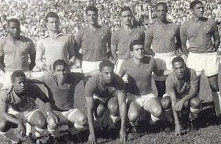 Cruzeiro de:  Massinha, Mussula, Benito, Amauri, Geraldino e Vavá; Antoninho, Rossi, Paulão, Elmo e Orlando