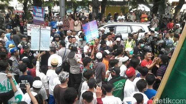3 Provokator Pelemparan Batu Ke Mobil Ahok Di Penjaringan Diringkus Polisi