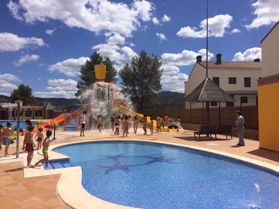 Infojucar revista digital cofrentes aprueba los precios for Precio piscina municipal madrid 2017