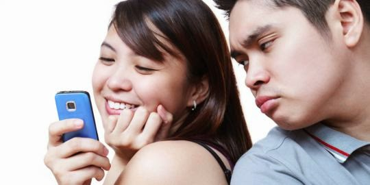 Cara terbaik mengatasi pacar yang mudah cemburuan