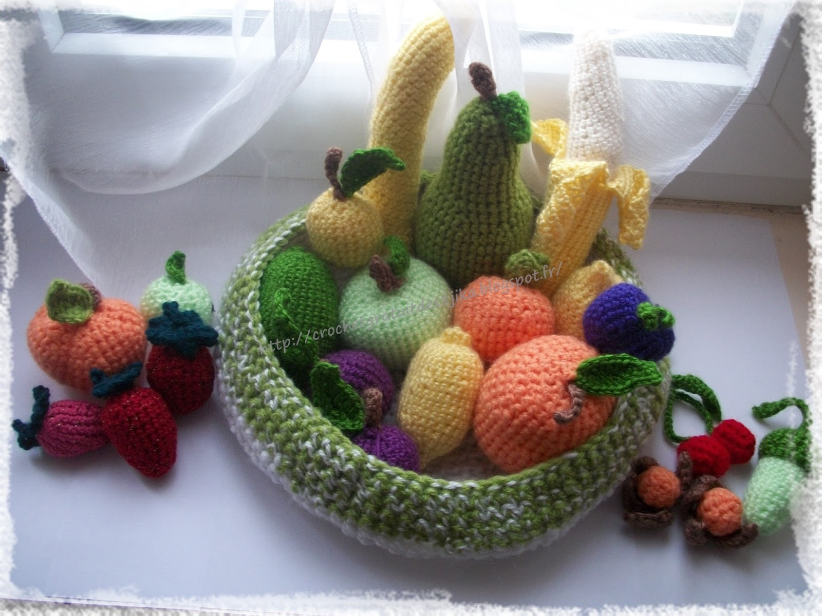 le crochet des8jika qui a t il dans ma corbeille de fruits au crochet. Black Bedroom Furniture Sets. Home Design Ideas