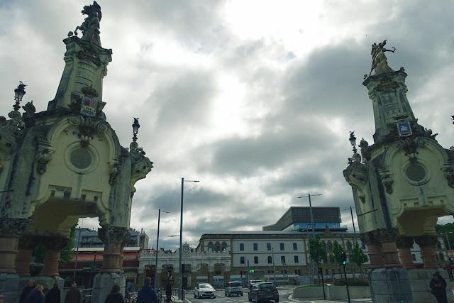 マリア・クリスティーナ橋(Puente Maria Cristina)