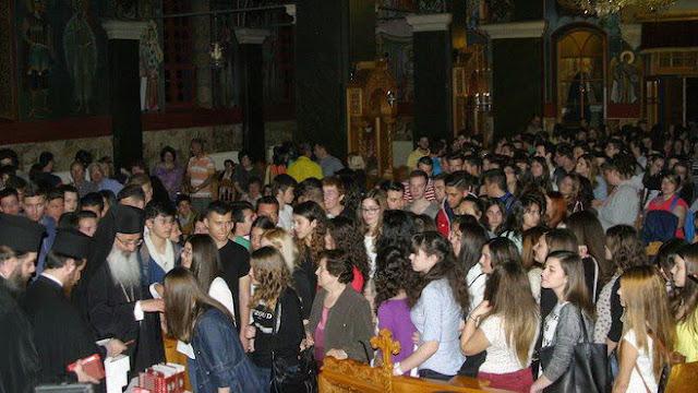 Βραδινή Θεία Λειτουργία στον Άγιο Νικόλαο Αλεξανδρούπολης για τους υποψηφίους των Πανελληνίων Εξετάσεων