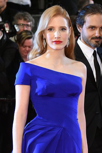 blue dress and blue lipstick jessica chastain