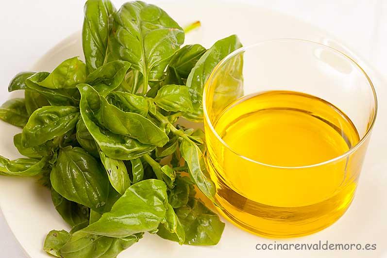 Ingredientes: aceite y albahaca