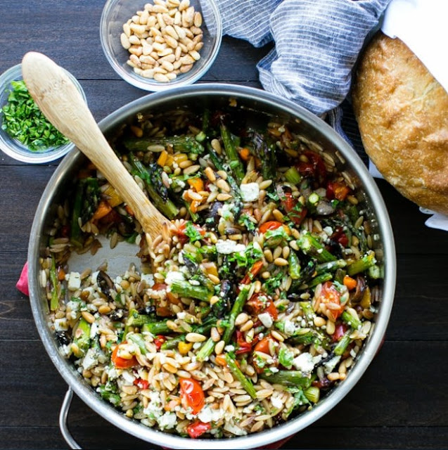Lemon Garlic Orzo with Roasted Vegetables #pasta #vegan