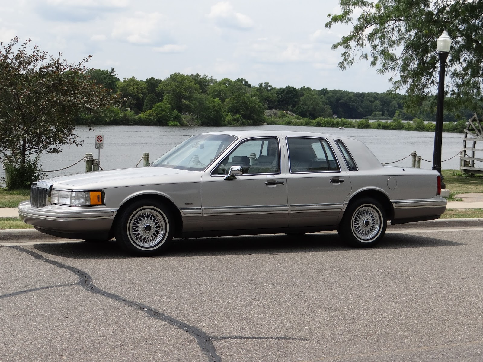 Retro Review 1991 Lincoln Town Car Cartier For Travel On A Grander Scale