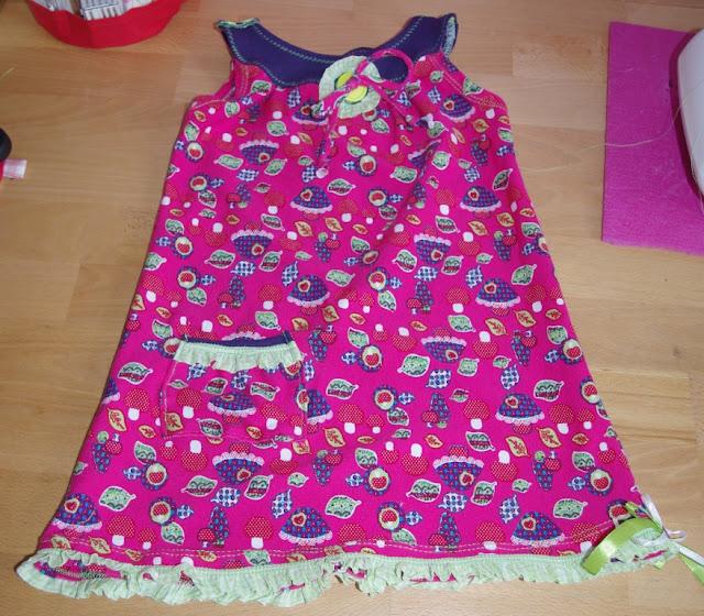 Topas Mädchenkleid Freebook nähen von Mialuna