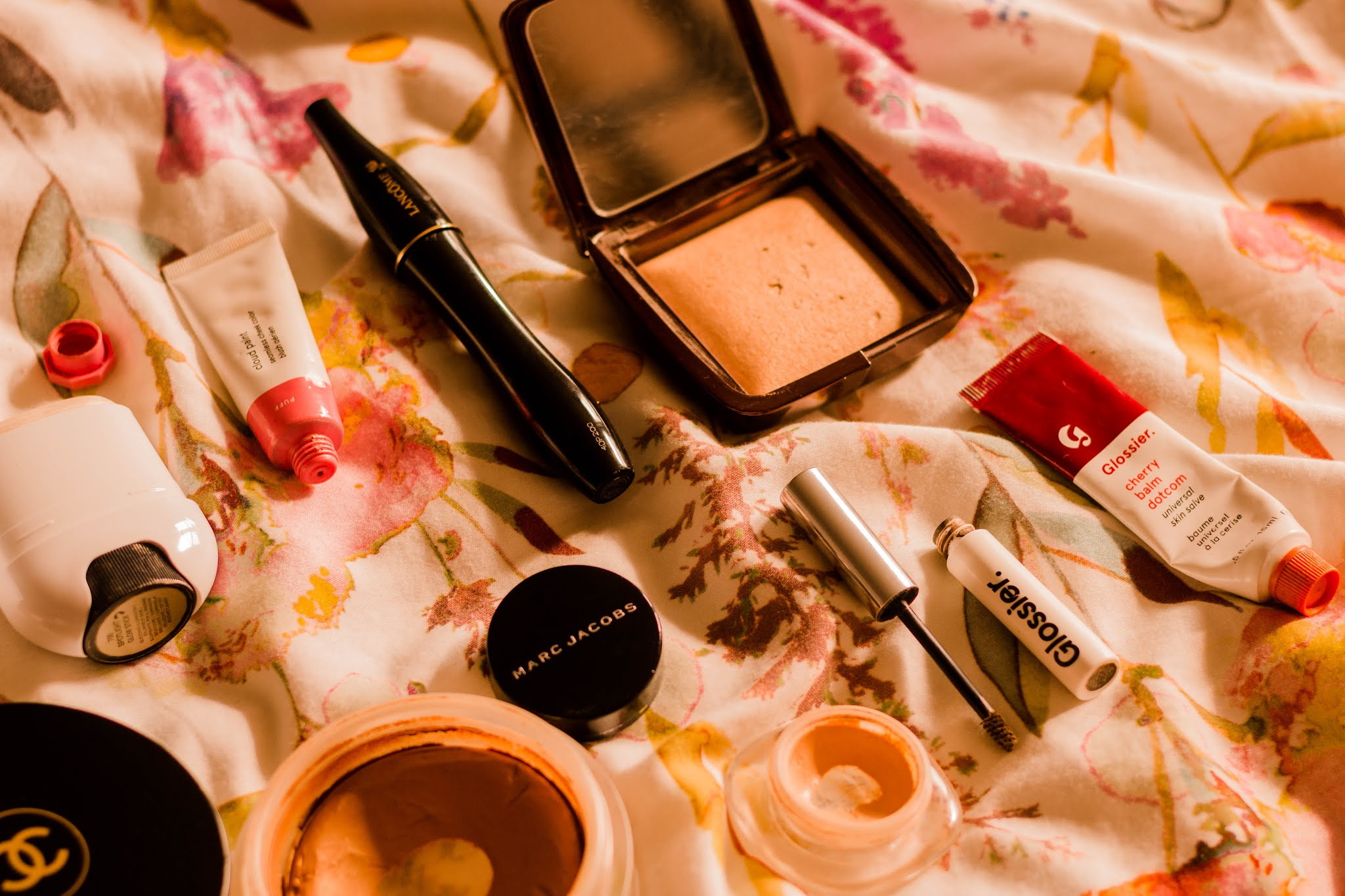 Makeup & Beauty Flat Lay: Chanel, Marc Jacobs, Glossier, Hourglass & More for a simple make up routine