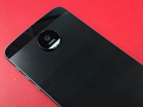 Super fino, Moto Z une vários dispositivos em um só
