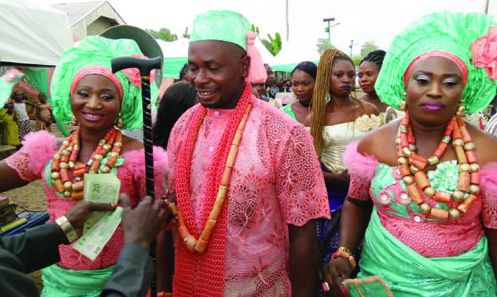 nigerian man marries baby mamas same day