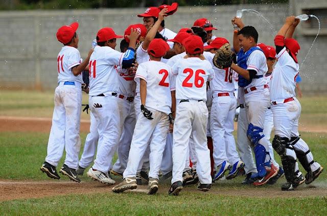 Entrenador de béisbol vi0ló a casi todo un equipo infantil en Anzoátegui