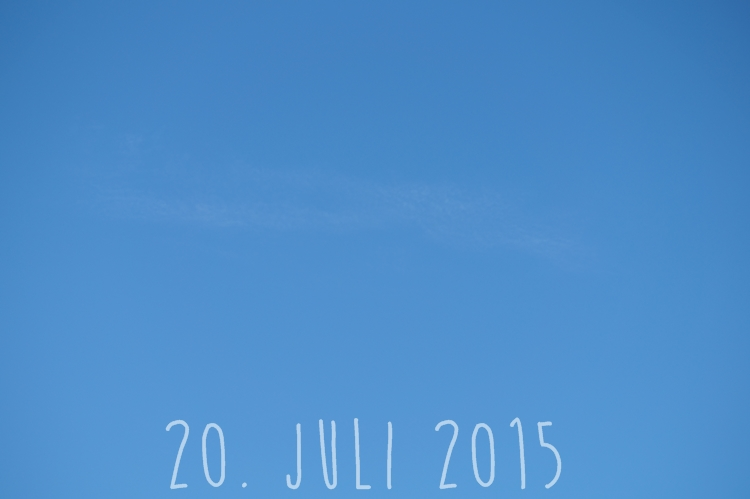 Blog + Fotografie by it's me! - knallblauer Sommerhimmel am 21. Juli 2015