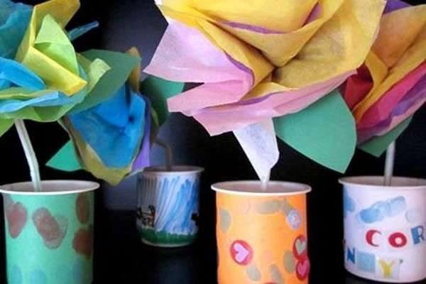Ide membuat kerajinan dari gelas yogurt untuk anak-anak berbentuk pot bunga