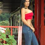 Andrea Rincon, Selena Spice Galeria 21 : Jean Azul y Top Rojo Foto 14