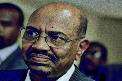 """قالت تقارير وسائل الاعلام الاجتماعية يوم الاحد ان الرئيس السوداني المخلوع عمر البشير يعاني من """"صحة سيئة"""" اثناء احتجازه.    وقال نشطاء: """"تعرض البشير لسكتة دماغية بسيطة منذ بضعة أيام"""" ، مضيفًا أنه عولج في مستشفى حكومي قبل عودته إلى الاحتجاز."""