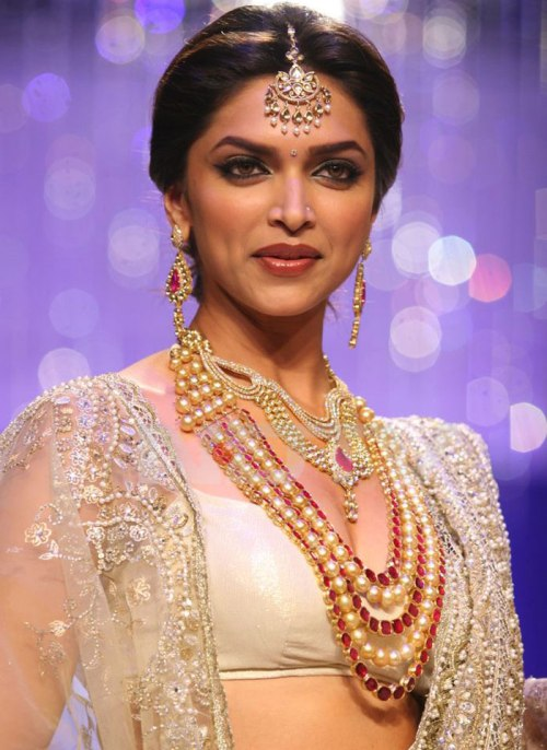Hot Bollywood Beauties Picture: Deepika Padukone Biography ...