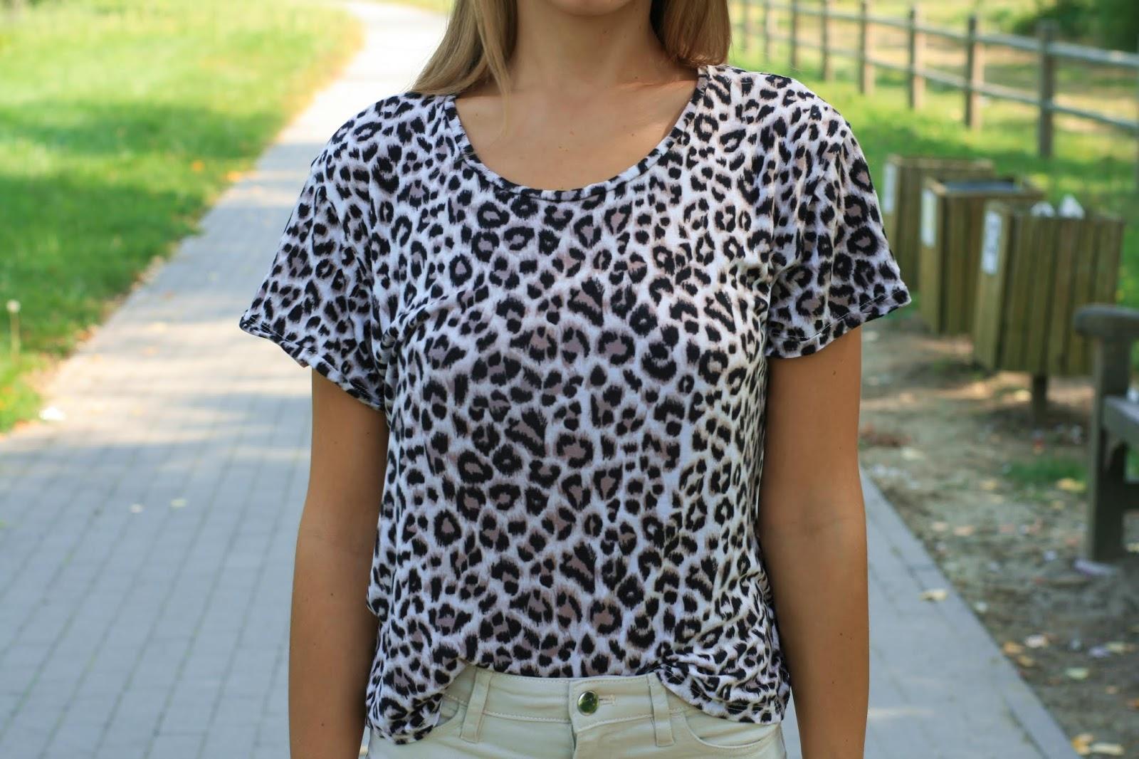 Leo print t-shirt | Koszulka z modnym zwierzęcym printem