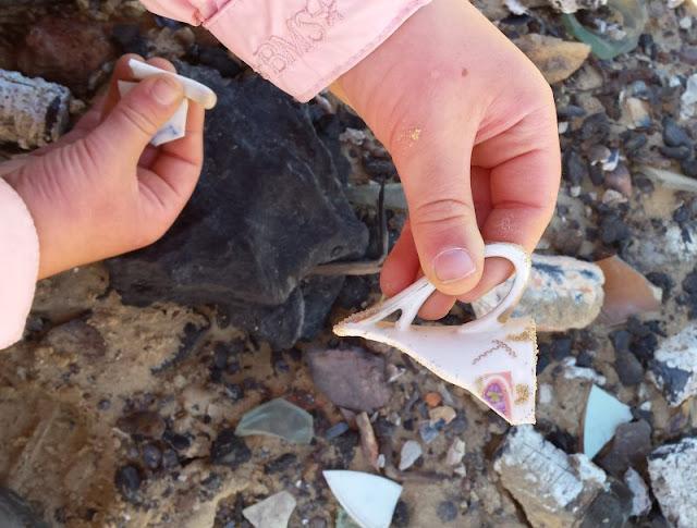 Eine Welt aus Sand: Der Leuchtturm von Rubjerg Knude. Bei unserem Ausflug haben die Kinder viele Bruchstücke gefunden.