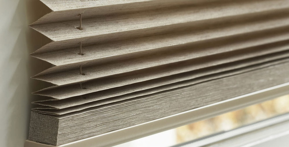quieres instalar unas cortinas o estores en las ventajas de tu buhardilla para protegerte del calor y del fro en el telar de pastrana disponemos de las