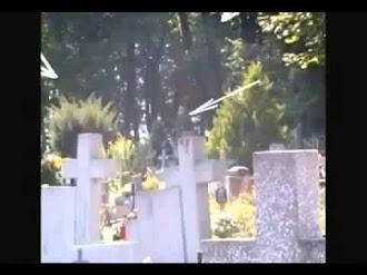 Fotografía Del Fantasma De Un Monje Y Rostros En Un Cementerio Polonia