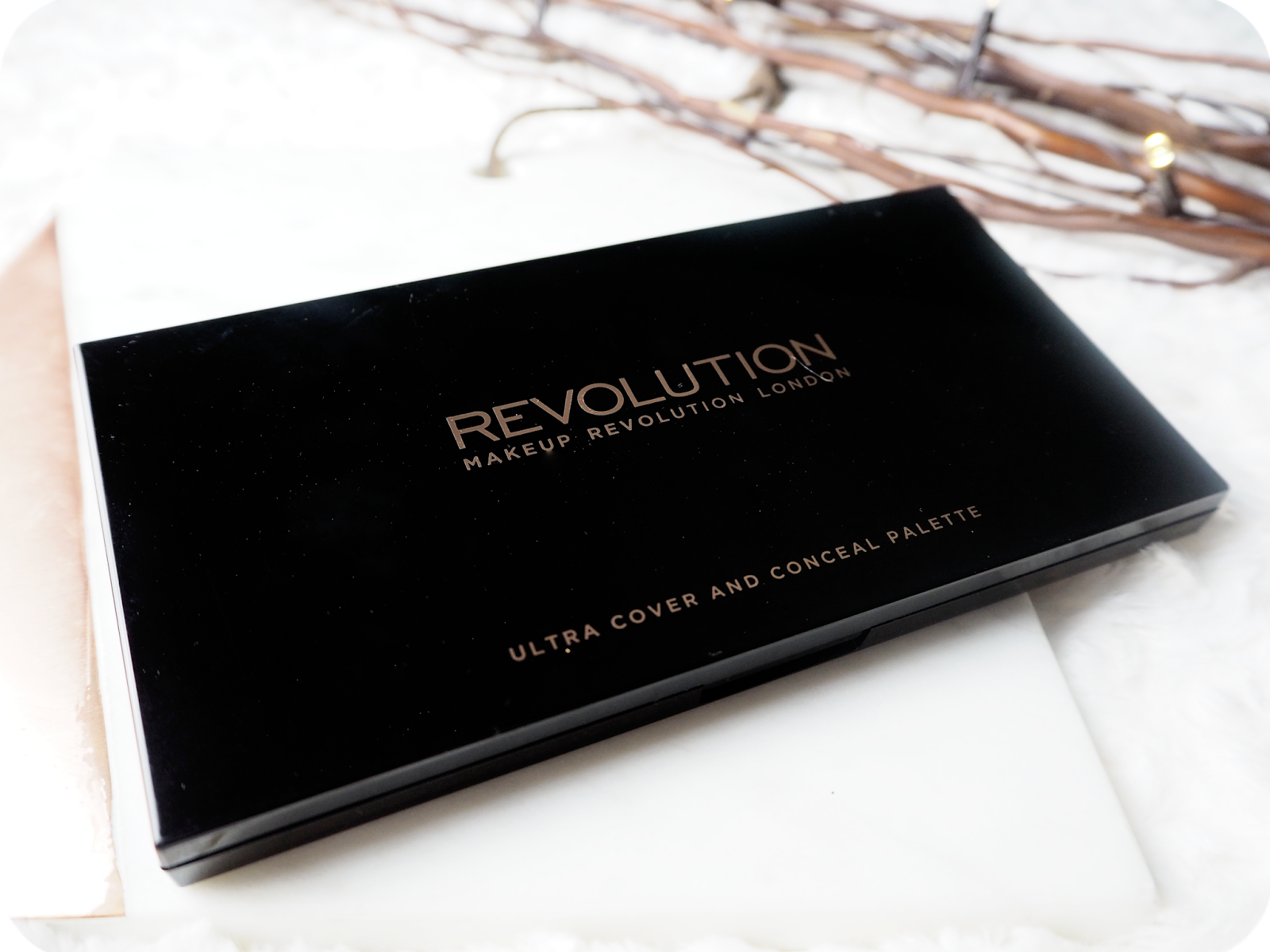 Makeup Revolution Ultra Cover and Conceal Palette - Light Medium