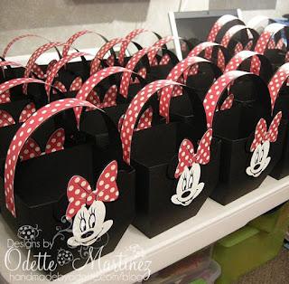 Cutii marturii botez Minnie Mouse in forma de cosulet