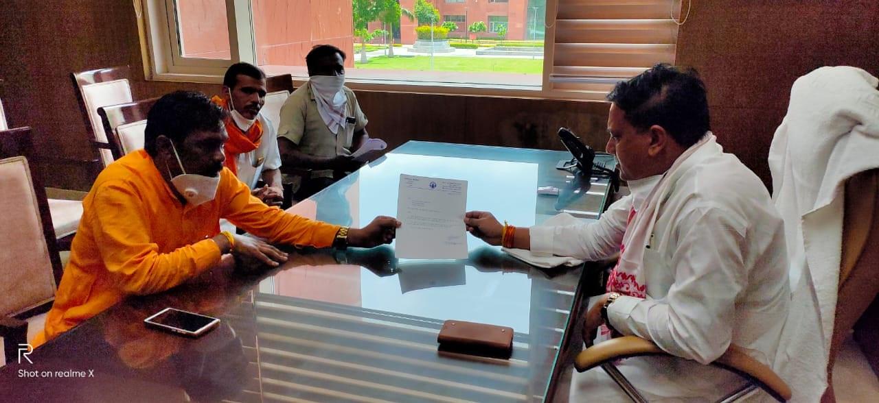 पूर्व विधायक शांतिलाल बिलवाल ने सहकारिता मंत्री भदौरिया से भेट कर जिले को आवण्टित करवाया 2500 टन यूरिया खाद