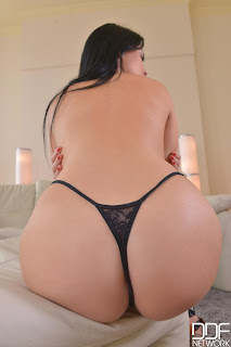 Suzy Fox -1By-Day - In The Crack - Sep 18, 2014