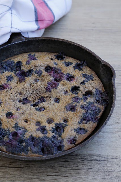 Skillet-Blueberry-and-Vanilla-Pancake