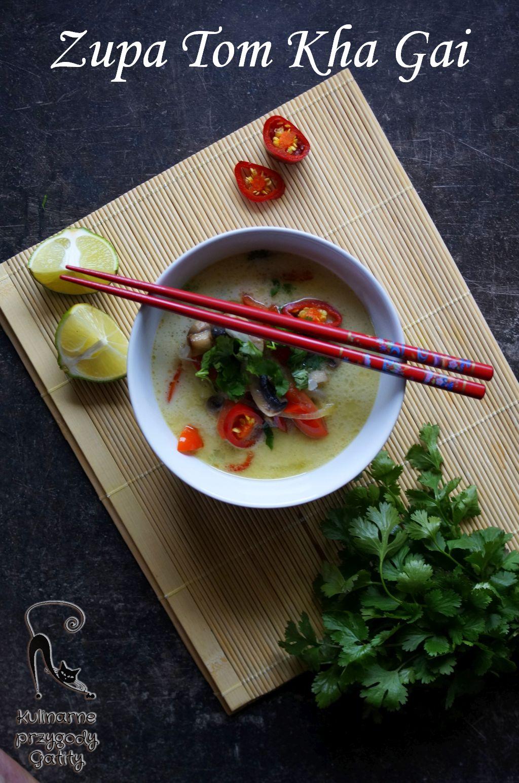 tajska-zupa-w-ceramicznej-miseczce