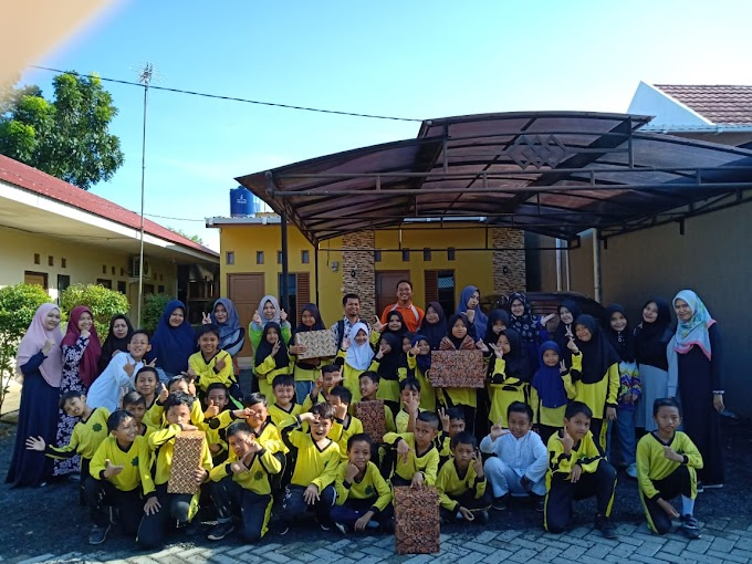 Penyerahan Bingkisan Hadiah Muhayya Camp