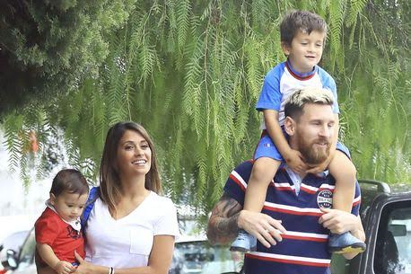 Barcelona star Lionel Messi was pictured on Friday looking stylish as he went to pick his son Thiago, 3 from his school in Barcelona alongside his partner Antonella Roccuzzo, 28, who carried their second child Mateo, 1. The superstar waited for his son to leave the school gate then carried him on his shoulders until they entered their car. More photos after