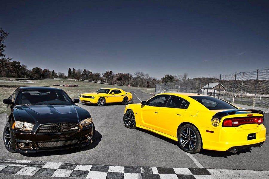 new cars 2012 dodge charger srt8 super bee. Black Bedroom Furniture Sets. Home Design Ideas