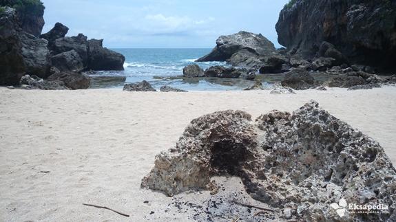 Pantai Pasir Putih Di Jogjakarta