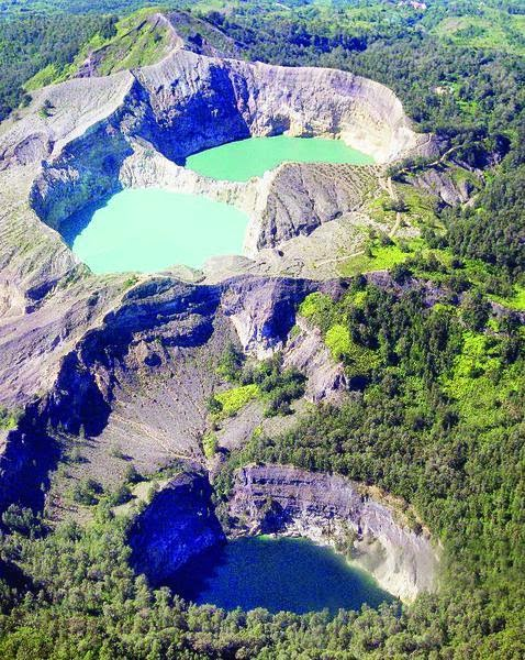 objek wisata taman nasional gunung kelimutu memang tidak asing lagi buat kita wisata ini terletak di kabupaten ende flores provinsi nusa tenggara