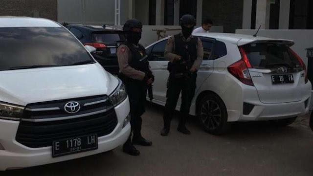 KPK Sita Dua Mobil Milik Anak Bupati Cirebon