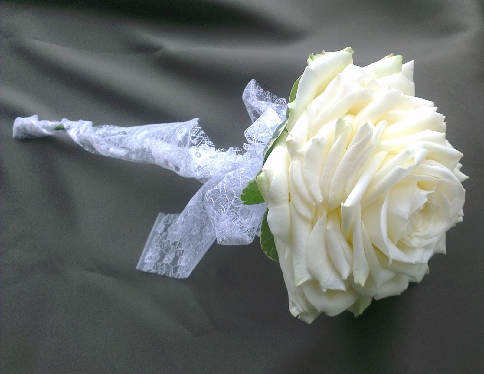 Sandras flower studio white rose wedding with extra bling carmen roses look fabulous if you are looking to carry a single flower design izmirmasajfo