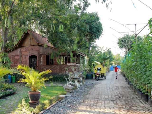 Rumah adat Using di E-park Banyuwangi.