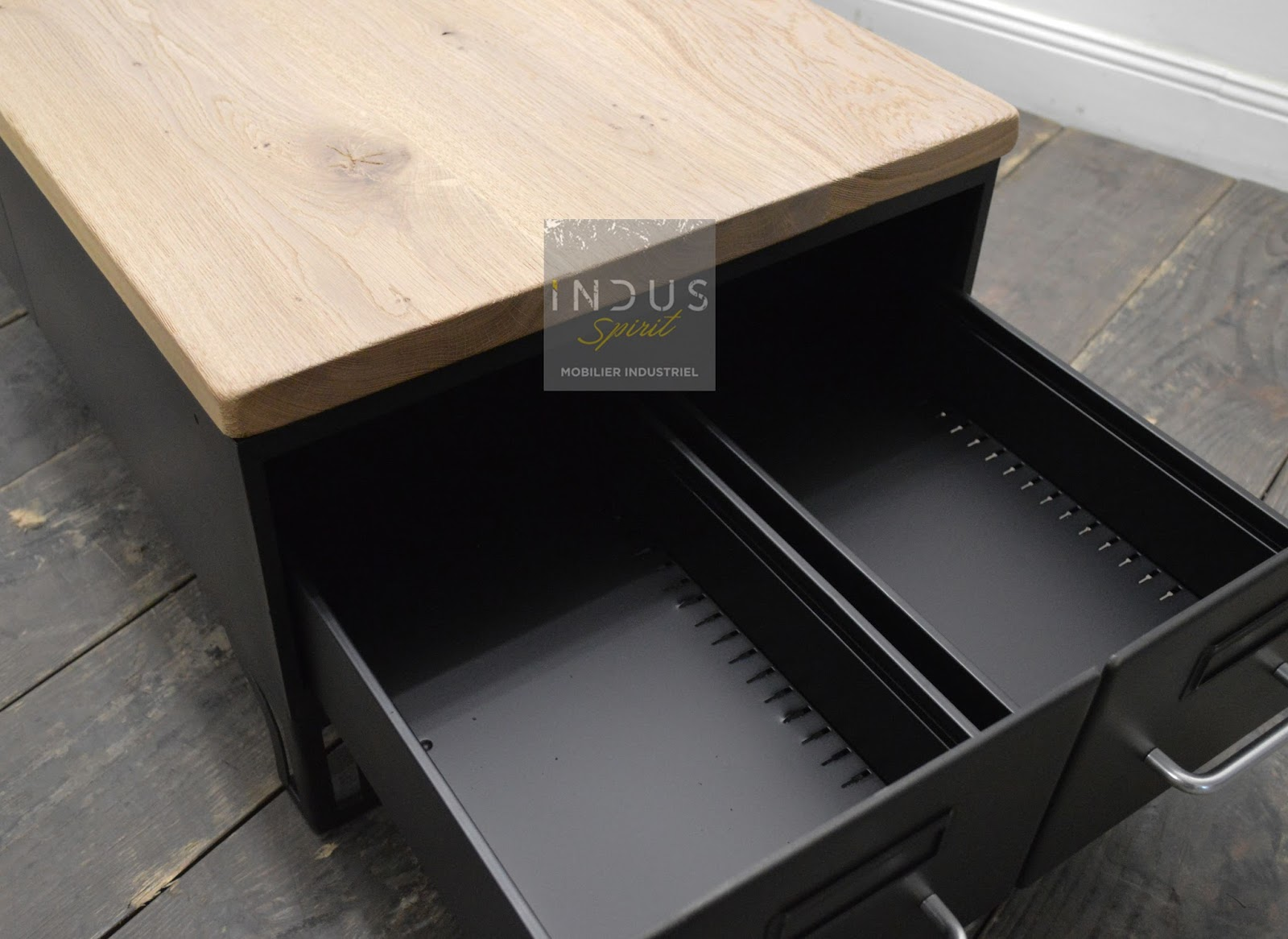 table basse industrielle avec tiroir. Black Bedroom Furniture Sets. Home Design Ideas