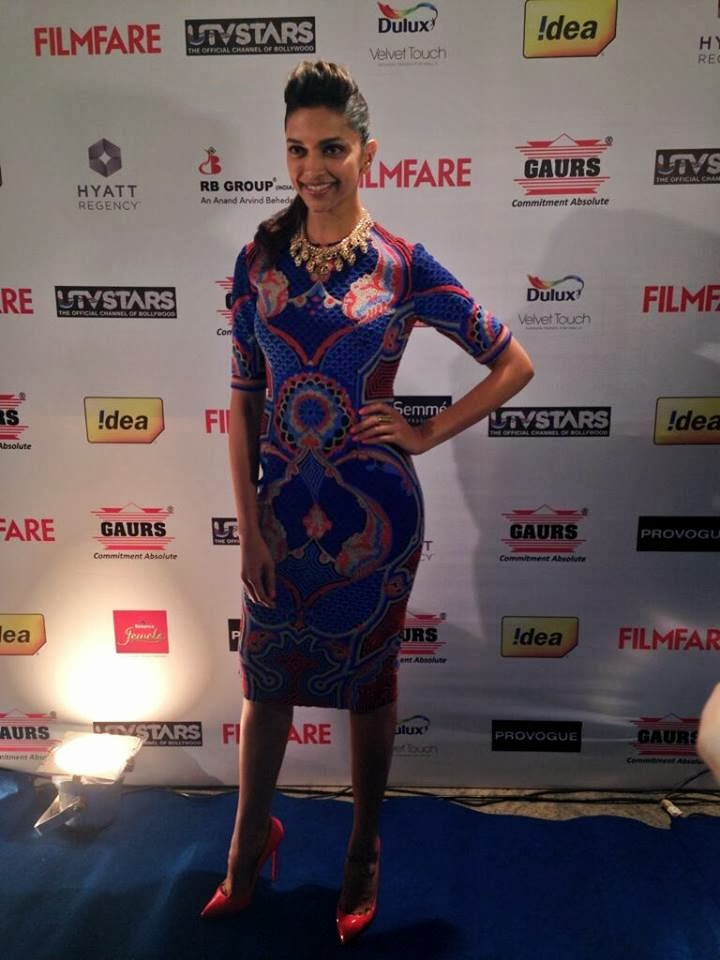 Deepika Padukone looking absolutely stunning at the #filmfareawards party