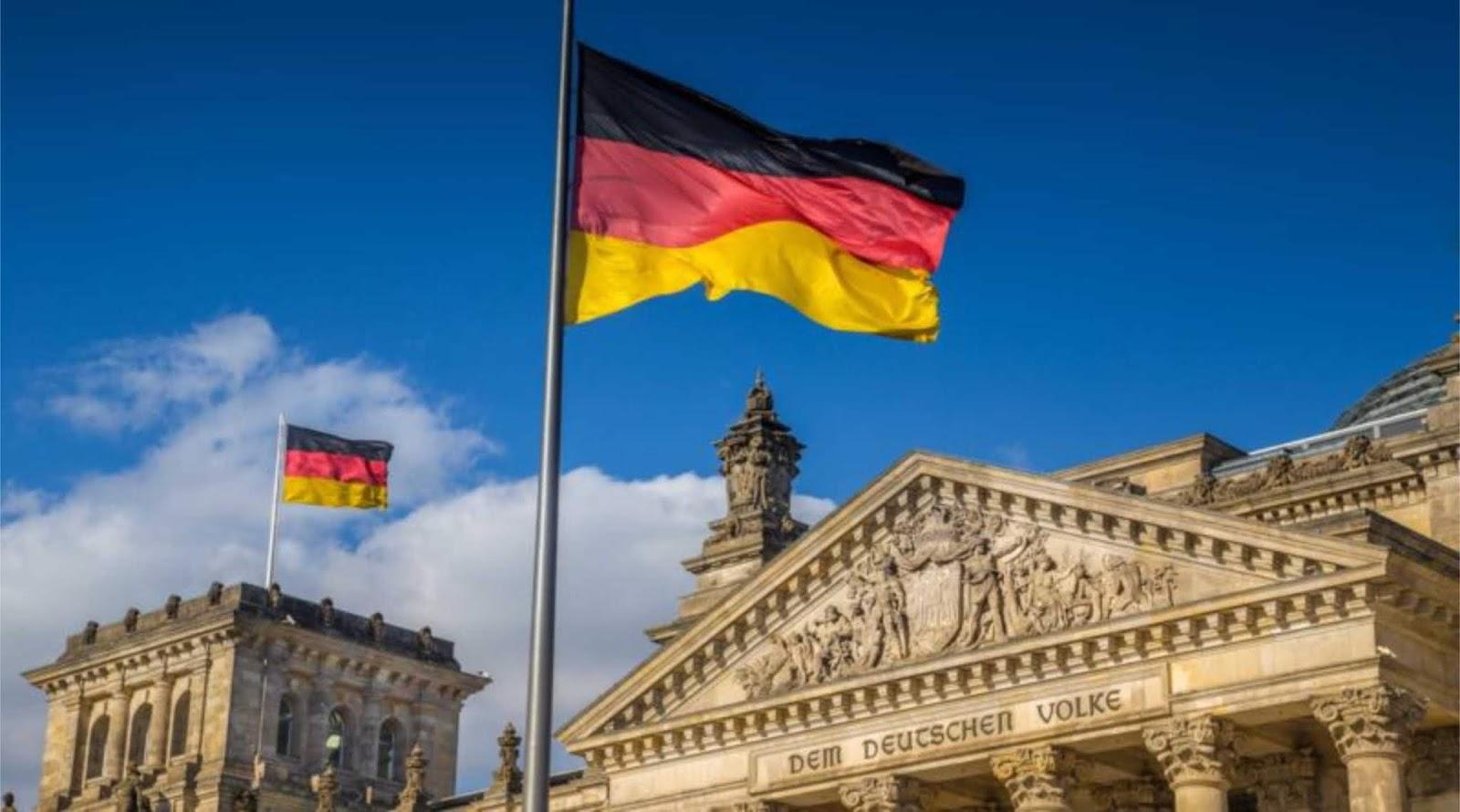 Mantan kanselir Jerman menuduh Amerika Serikat memperlakukan negaranya seperti dijajah