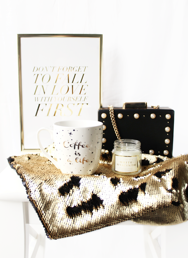 Nowości w mojej garderobie i nie tylko Kubek ze złotym motywem Pepco + świeca zapachowa White Hyacinth H&M Home