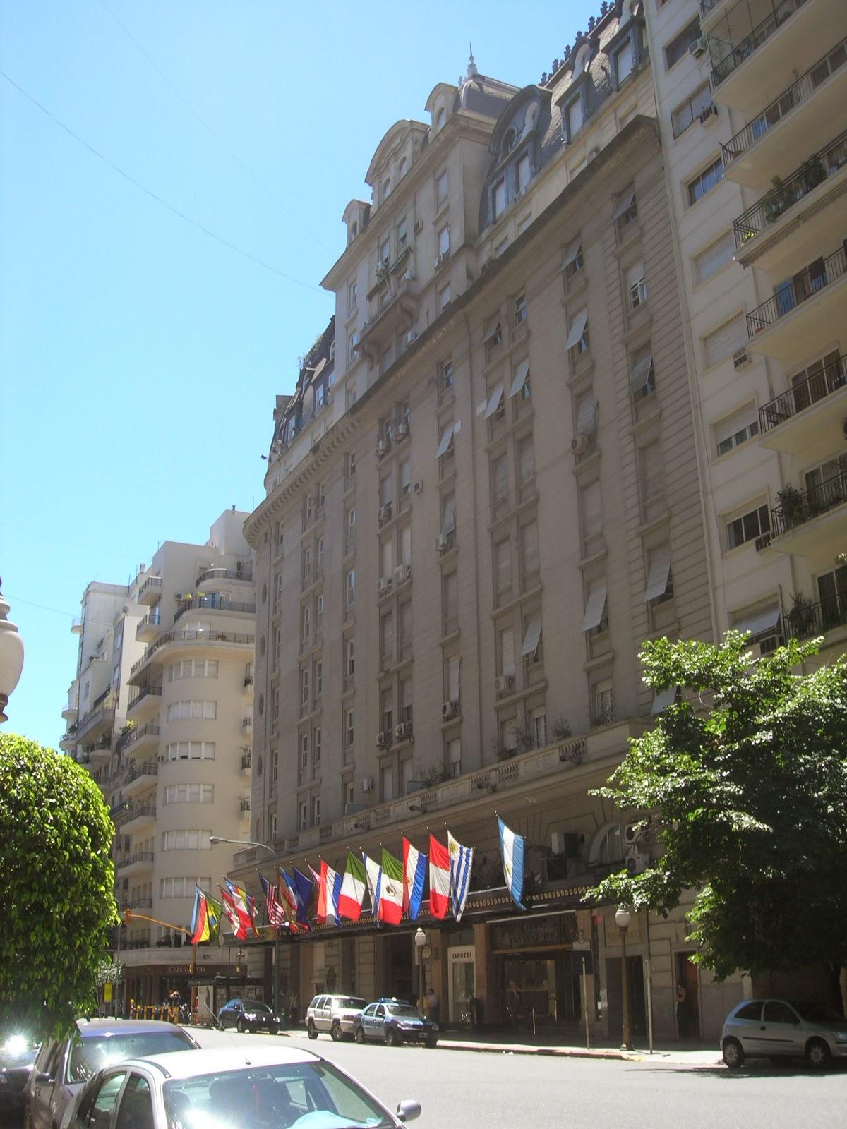 Bairro portenho de arquitetura francesa - La Recoleta