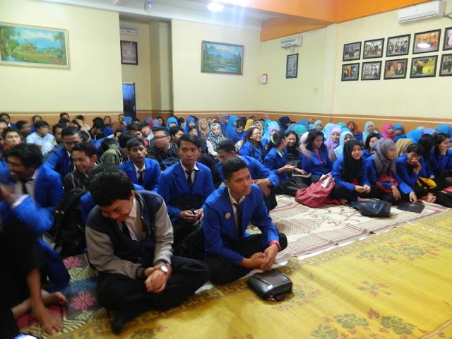 http://www.politeknikindonesia.co.id/2015/06/ayo-berwirausaha-di-usia-muda.html