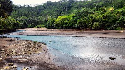 Muara sungai yang dekat sekali ke Pantai Batu Karas.